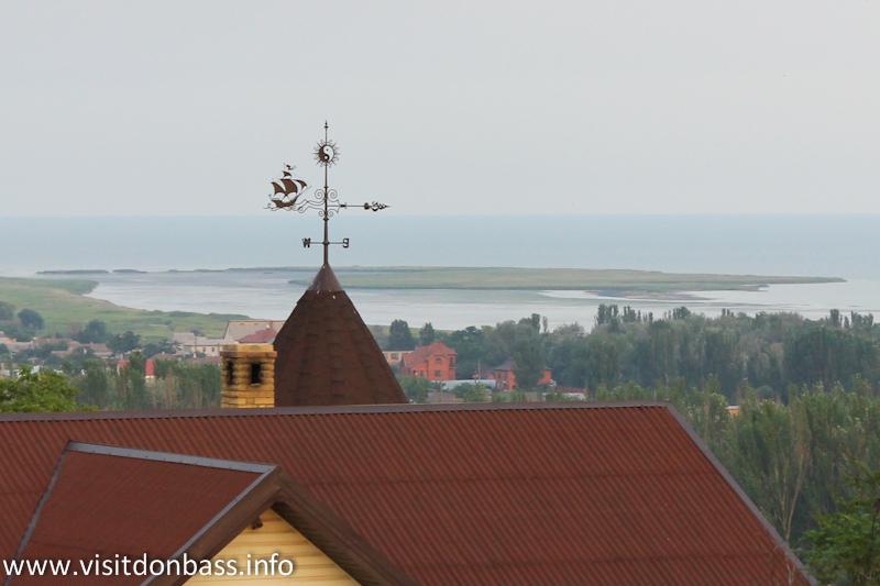 Вид на остров Ляпино с Комсомольского бульвара в Мариуполе