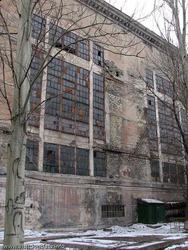 Старые окна производственных помещений требуют замены