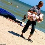 Торговцы сладкой ватой и медовой пахлавой снуют по берегу караванами, Мелекино