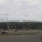 Десятки людей на крыше стадина позволяют оценть его масштабы, Донбасс Арена, 2008