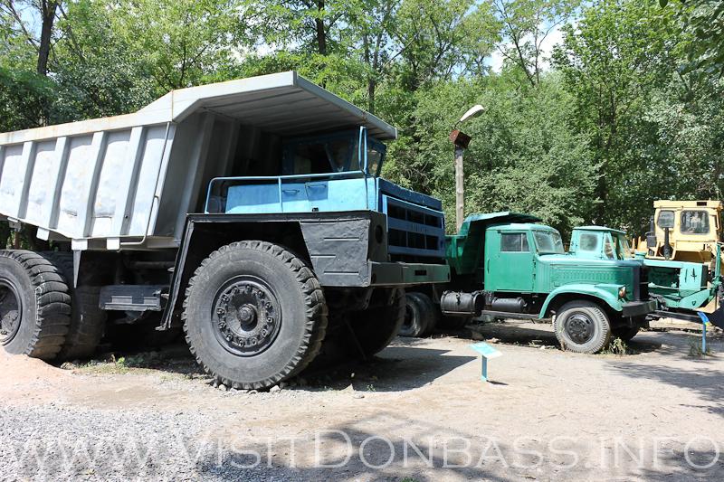 Гвоздь музейной экспозиции - БелАЗ, Докучаевск