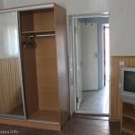 Кроме спальни, есть коридор, в котором стоит холодильник, Мелекино