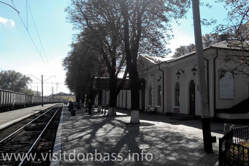 Здание вокзала в Волновахе