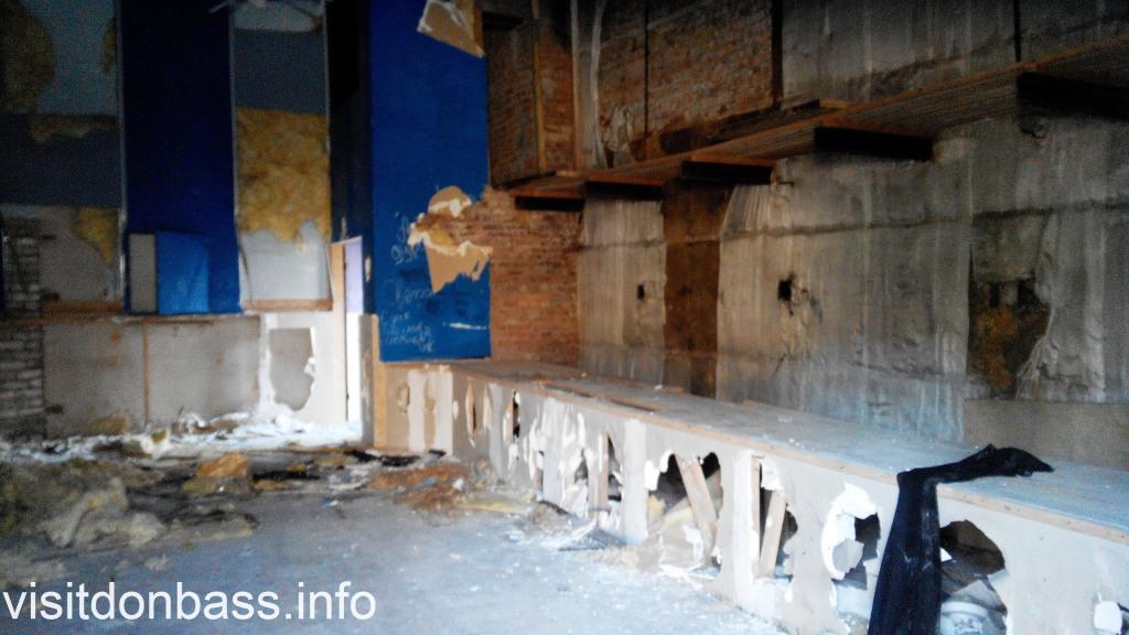 Здесь был экран малого зала кинотеатр Союз Мариуполь