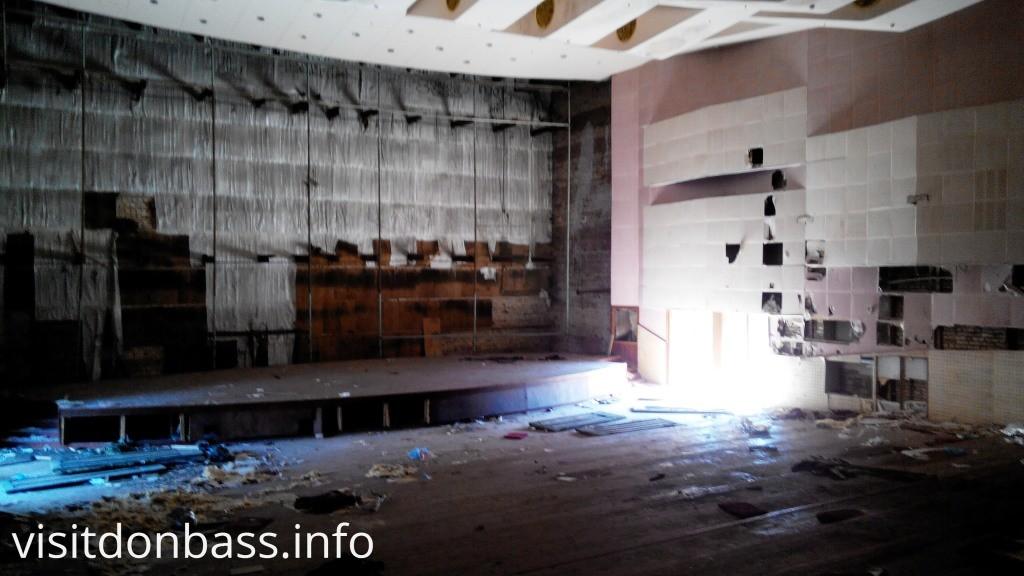 Кресел нет кинотеатр Союз Мариуполь