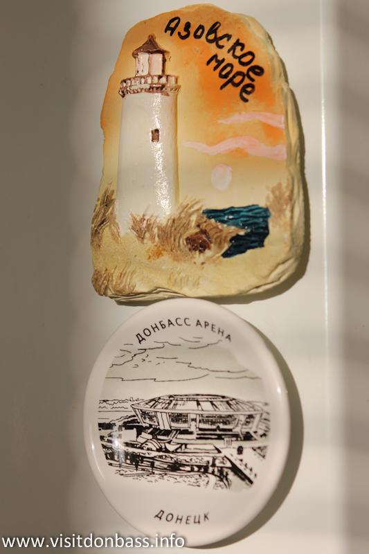 Сувенирные магниты можно привезти и с моря, и с футбола