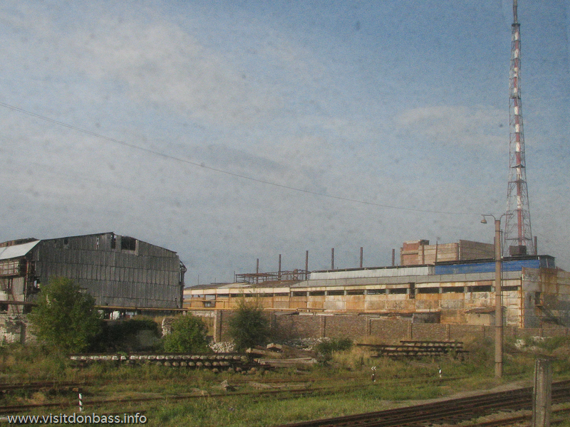 На огромной территории сейчас действует достаточно скромное производство калиброванного проката, Каонстантиновский МЗ, Донецкая область