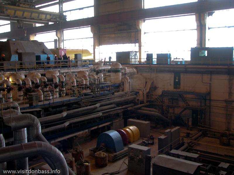 В здании энергоблока нужно быть очень внимательным и аккуратным, чтобы не травмироваться, Кураховская ТЭС