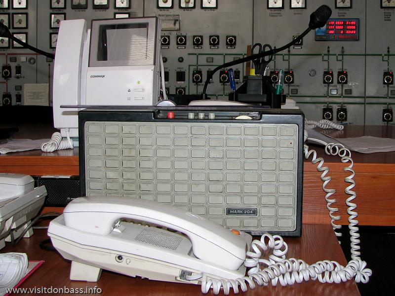 Это не просто радиоточка, а громкая связь, по которой даются важные сообщения на весь цех, Кураховская ТЭС