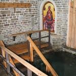 Бассейн с родниковой водой, которая постоянно обновляется благодаря мощному подземному источнику, Коньково