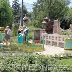 Кто-то очень любит мед, зоосад Докучаевск