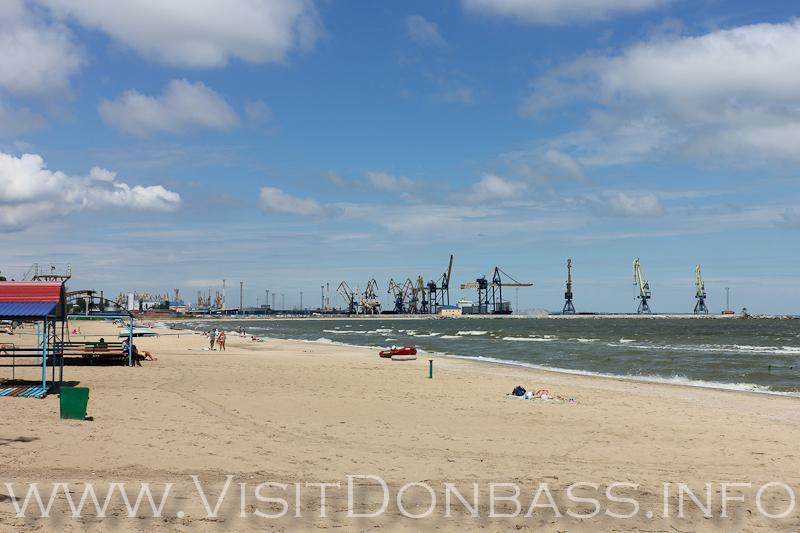 Порт скоро может поглотить лучший пляж города, Мариуполь