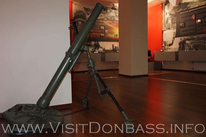 Миномет - один из немногих экспонатов в масштабе 1:1, музей Азовсталь