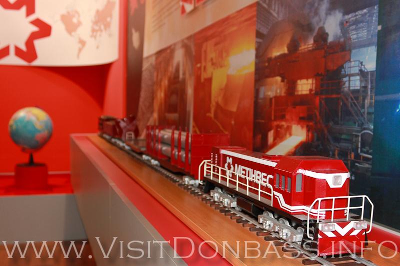Большой холдинг - это как локомотив, который тянет состав с вагонами, музей Азовсталь
