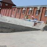 Пляж в 2013 году - узкая полоска на бетонном возвышении, Мелекино