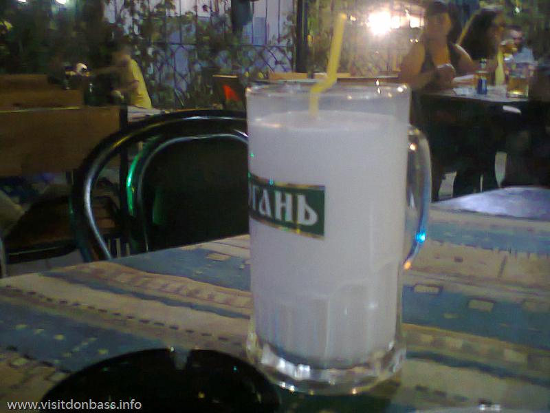 Когда-то в Донецке я пил байкерский чай - из пивного бокала, а в Мелекино - байкерский молочный коктейль