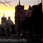 Дома со шпилями на закате Мариуполь