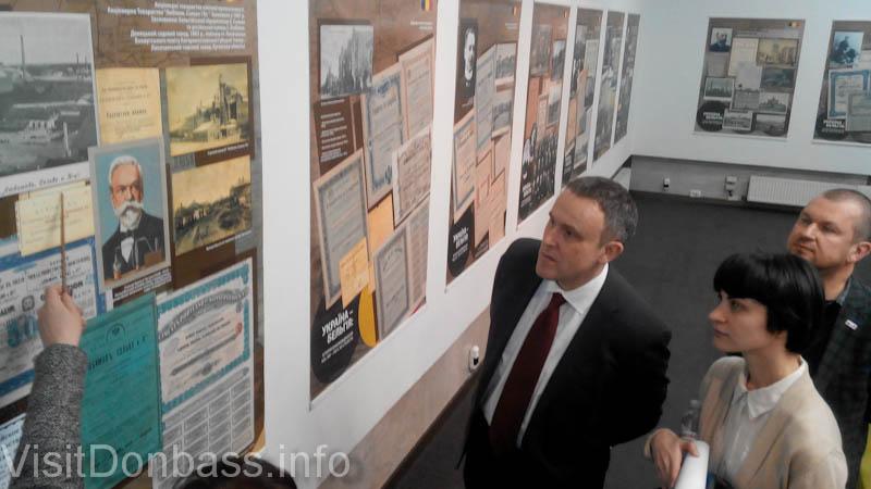 Посол Бельгии в Украине Люк Якобс на выставке в УКМЦ