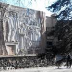 Фасад со сталеварами и аграриями кинотеатр Союз Мариуполь