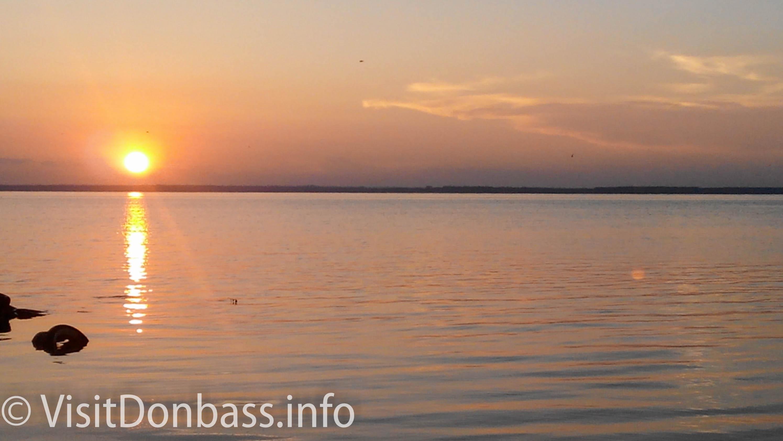 Закат на Белосарайской косе. На горизонте - Приазовская Ялта