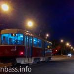 Трамвай на улицах вечернего Мариуполя